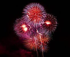 夜空に浮かぶきれいな花火