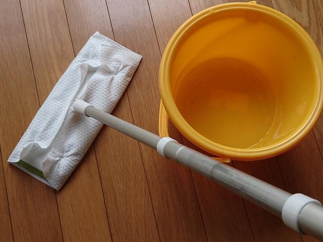 ウタマロを使った床掃除1
