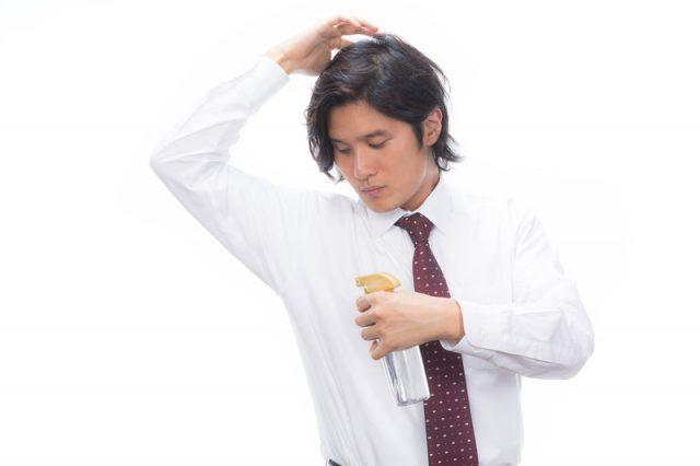 服の汗染みが黄ばむ原因